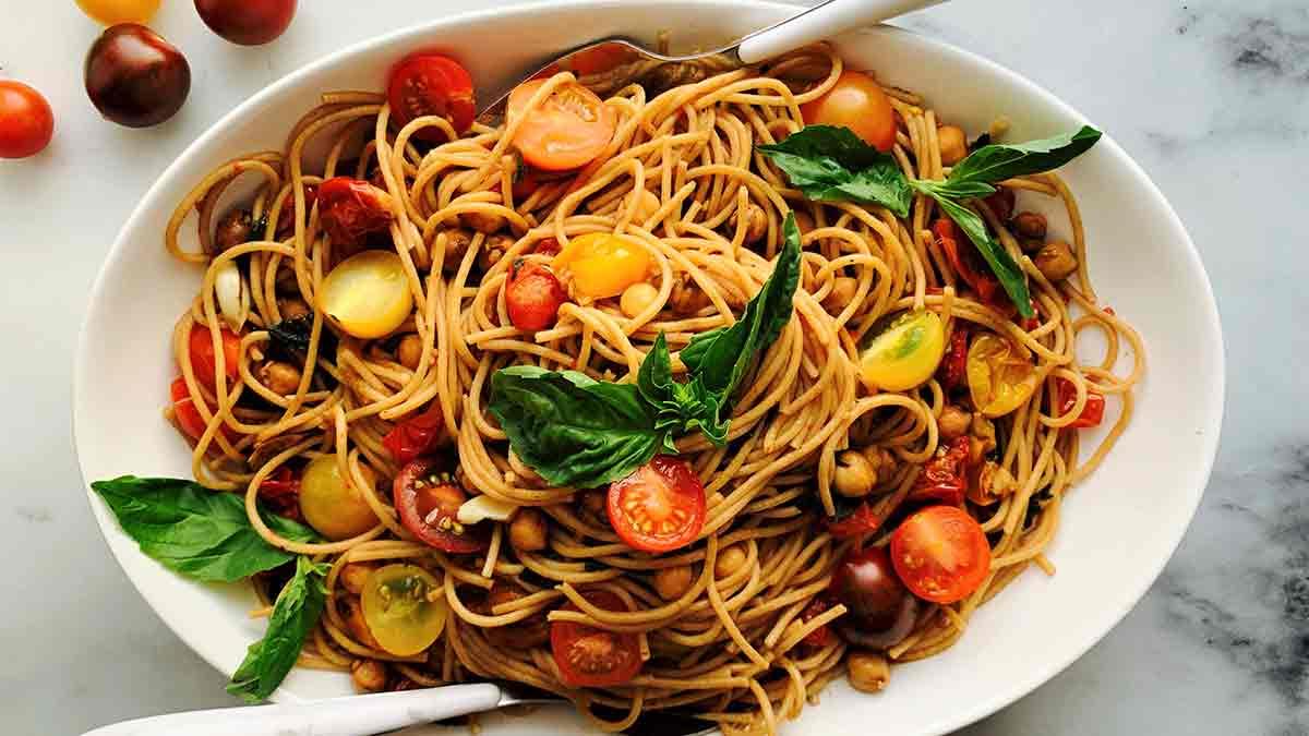 Spaghettis-aux-Tomates-Balsamiques-Rôties-et-Pois Chiches